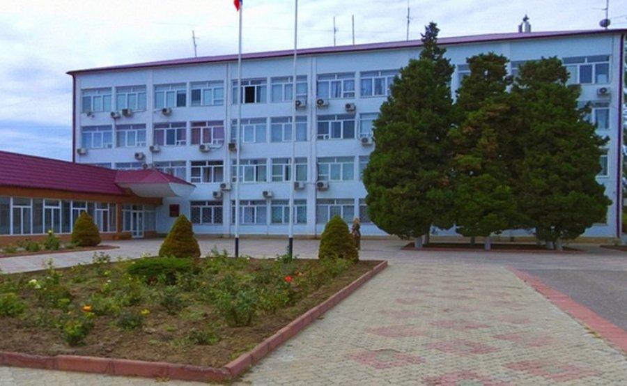 Силовики проводят обыски в мэрии Каспийска