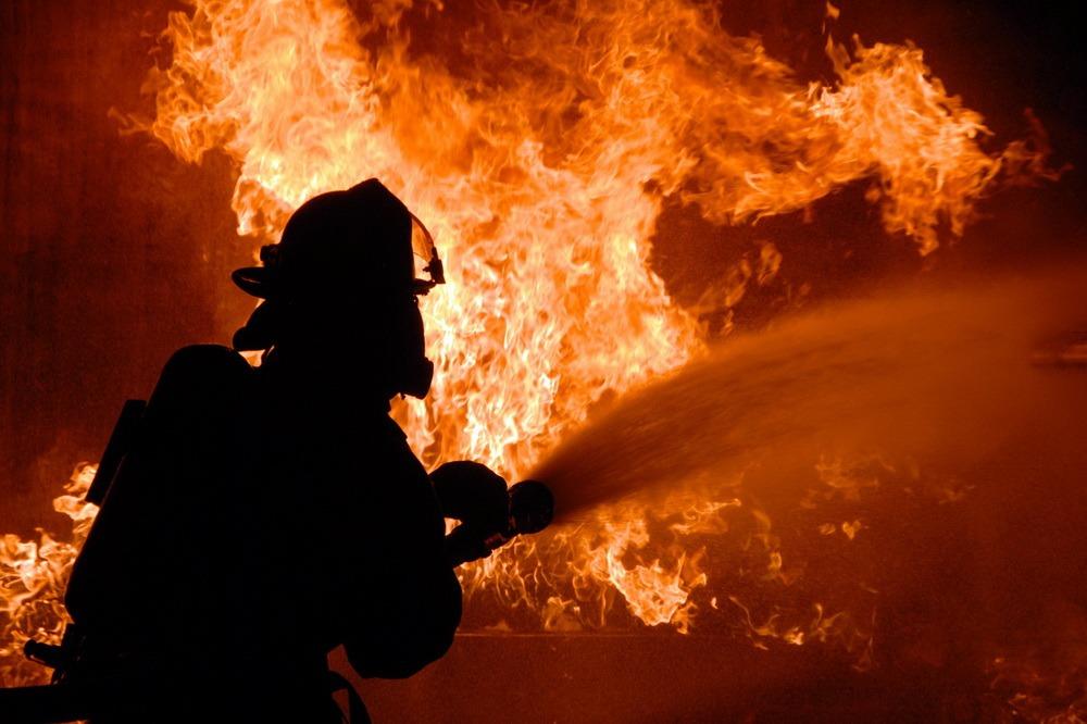 Три дома сгорели в селе Кикуни