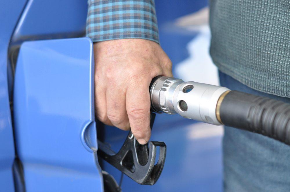 «Нагло поднимают цены…» Отчего скачет стоимость автомобильного газа