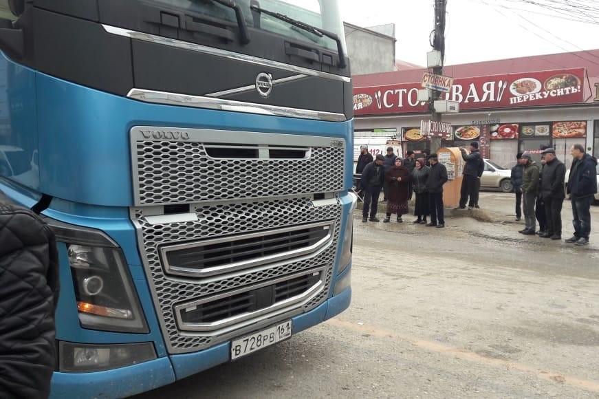 В Хасавюрте под колесами грузовика погиб десятилетний ребенок