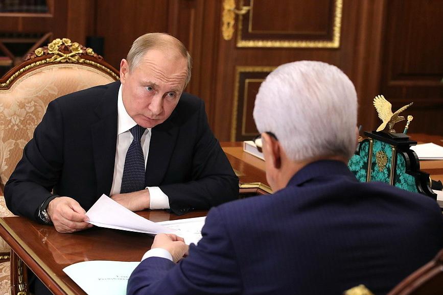 Владимир Путин провел рабочую встречу с главой Дагестана