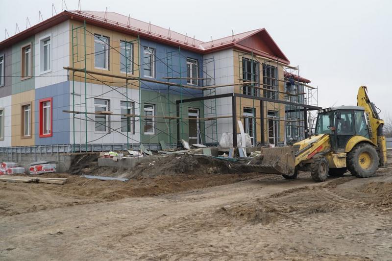 Владимир Лемешко ознакомился с ходом строительства детского сада в Магарамкентском районе