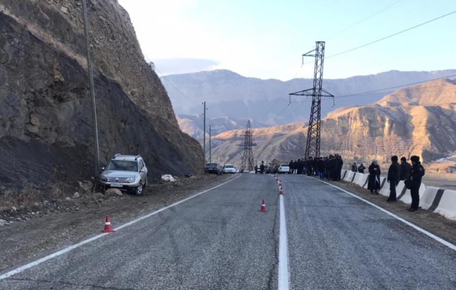 В Унцукульском районе погиб водитель, вышедший на дорогу после ДТП