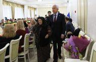 Владимир Васильев наградил многодетных матерей