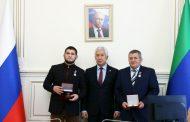 Владимир Васильев вручил Абдулманапу и Хабибу Нурмагомедовым высшие награды Дагестана