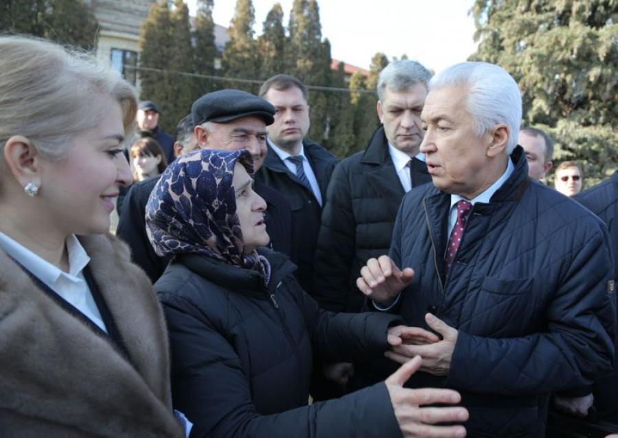 Владимир Васильев пообщался с жителями Буйнакска