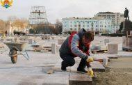 Салман Дадаев принял участие в укладке гранита на площади им. Ленина