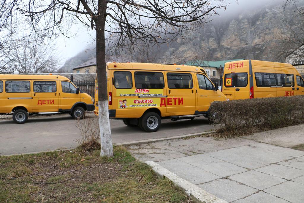 Школы Кайтагского района получили новый автотранспорт