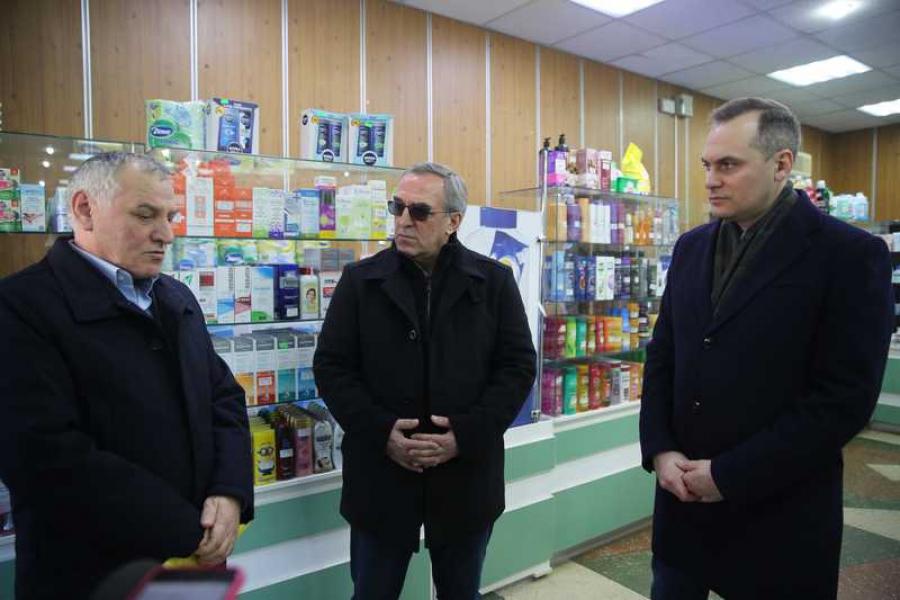 Артем Здунов проверил, как работают аптеки Махачкалы в новогодние каникулы