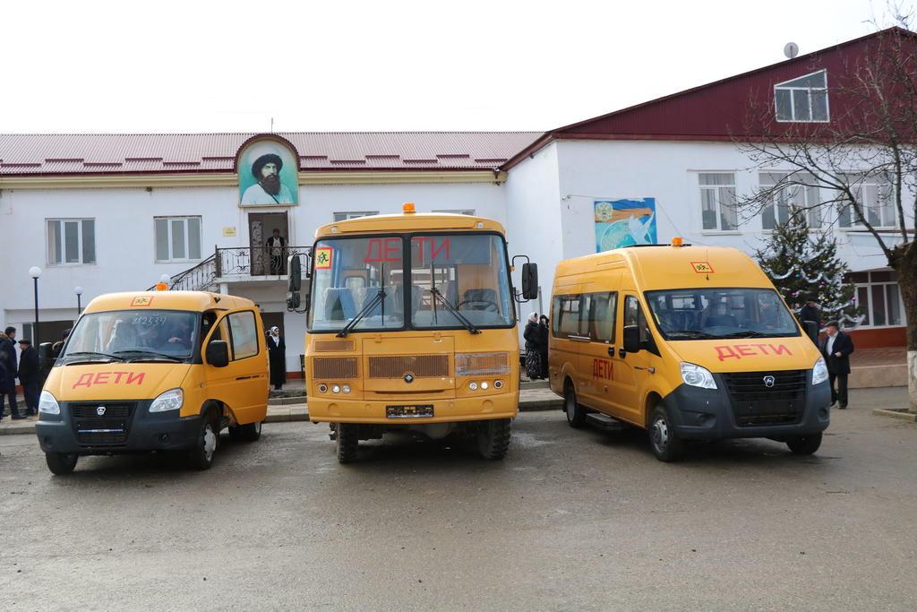 Три новых автобуса получили школы Казбековского района