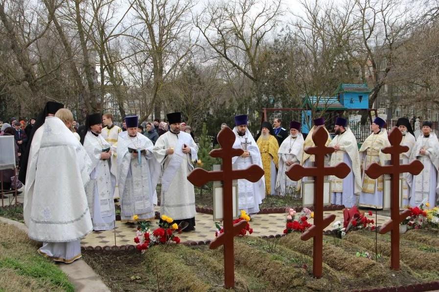 В Кизляре почтили память убитых два года назад прихожан храма