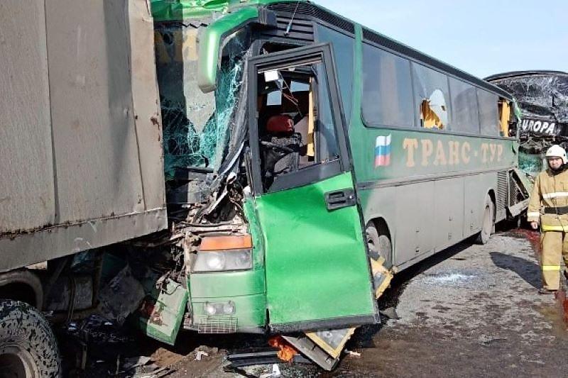 Два водителя из Дагестана попали в крупное ДТП (ФОТО)