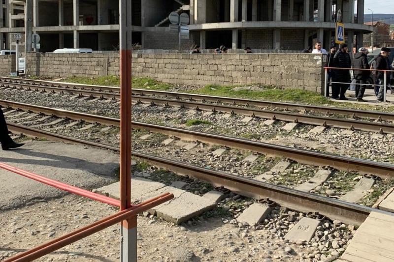 В Махачкале поезд насмерть сбил местную жительницу