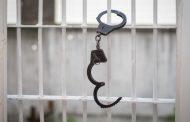 В Дербенте по подозрению в продаже наркотиков и хранении боеприпасов задержана 65-летняя горожанка