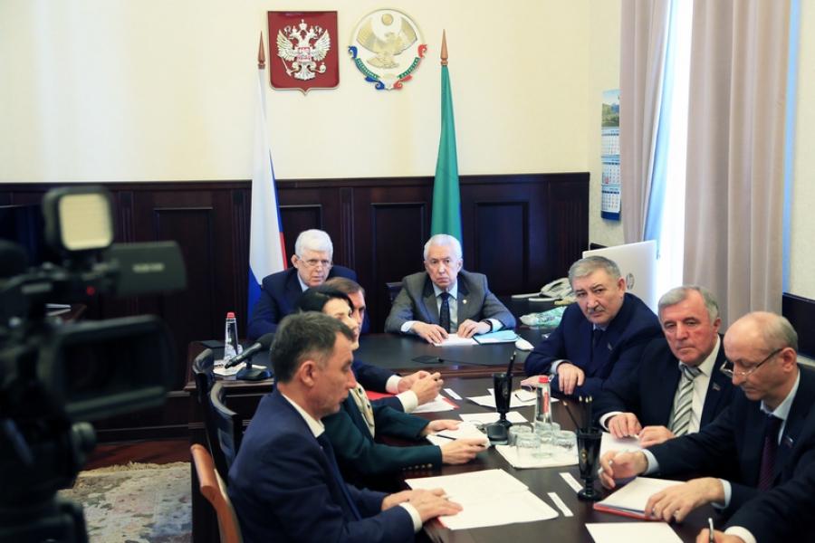 Власти Дагестана обсудили вопрос строительства социальных объектов в рамках перебазирования штаба Каспийской флотилии