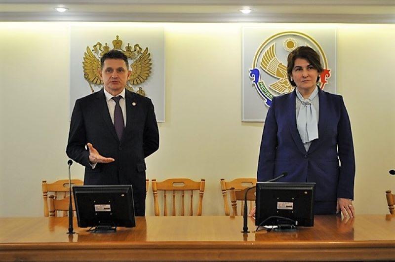 Элеонора Омариева представила коллективу управления Роспотребнадзора нового руководителя