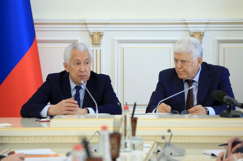 Васильев рекомендовал проработать меры для безопасного проведения сессии парламента