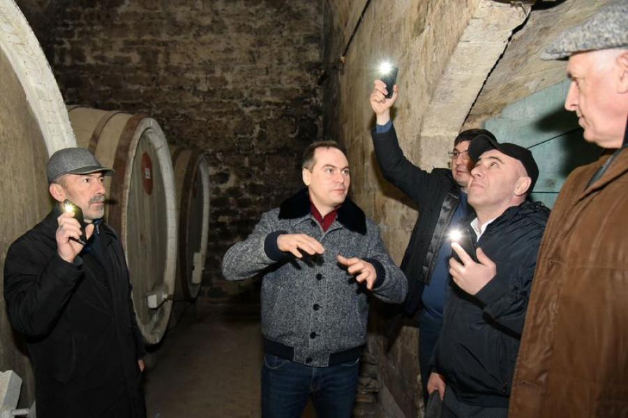 Артем Здунов осмотрел территорию Геджухского винного завода и Воронцовские подвалы