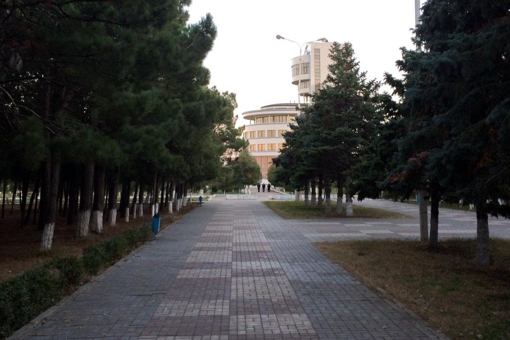 Власти Каспийска закрыли парковые зоны для прогулок