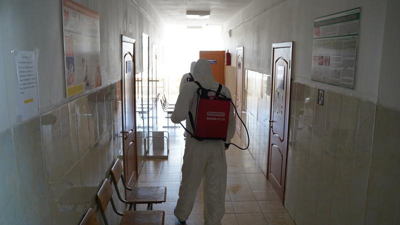 В зданиях объектов здравоохранения Хасавюртовского района проводится дезинфекция