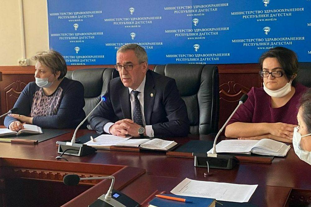 Глава минздрава Дагестана раскритиковал главврачей за нехватку медикаментов