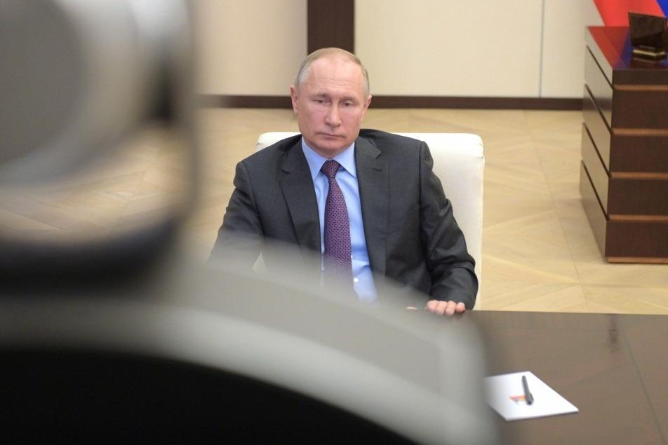 Путин: работающие с коронавирусом медики получат надбавки к зарплате