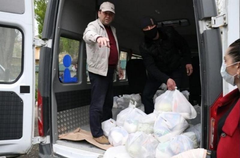 Около 400 продуктовых наборов было роздано нуждающимся в Махачкале