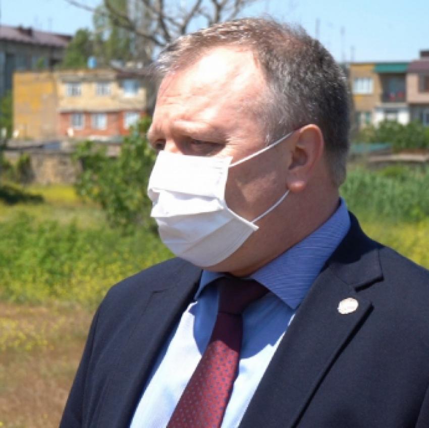 Вице-премьер Лемешко осмотрел место для строительства госпиталя в Дербенте