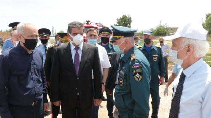 Делегации Дагестана и Азербайджана посетили палаточный городок с азербайджанцами, ожидающими пропуска через границу