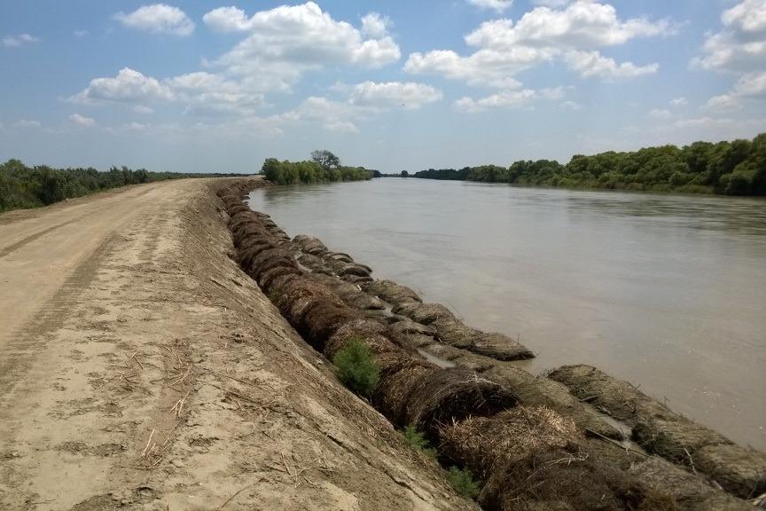 В ожидании майских паводков в Дагестане вновь укрепили берега рек