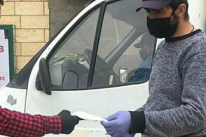 В Кайтагском районе раздали более 3000 защитных медицинских масок