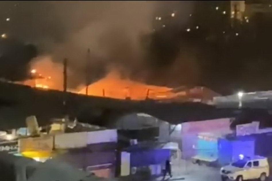 Два контейнера горели на Цумадинском рынке в Махачкале