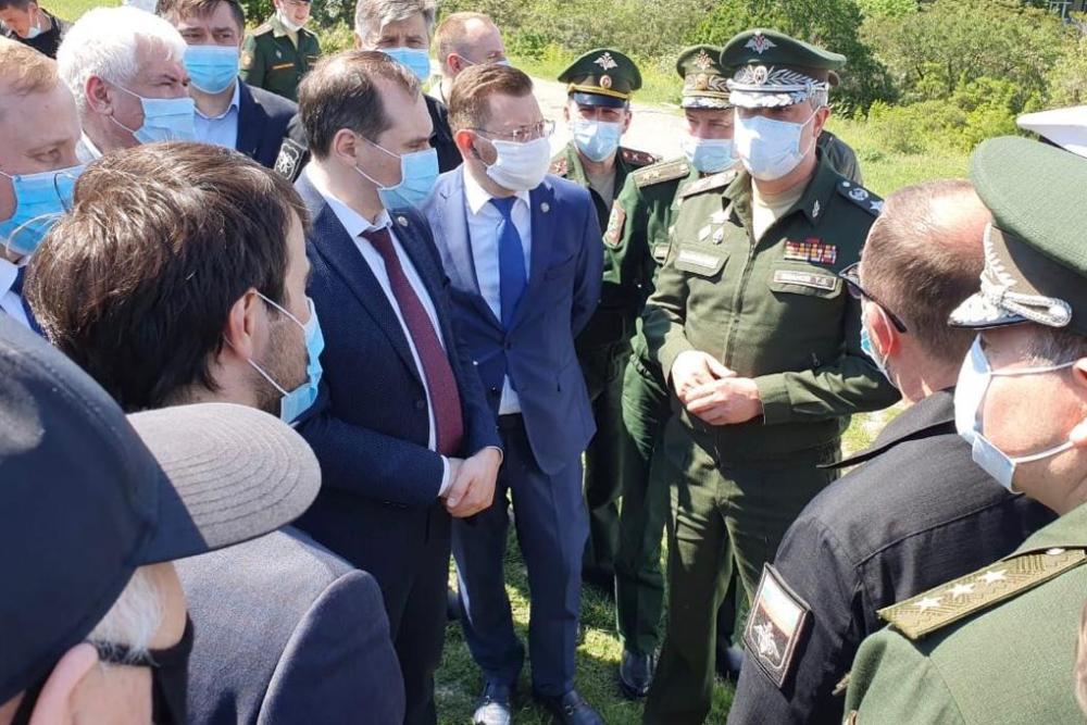 Замглавы Минобороны осмотрел участки для строительства COVID-госпиталя в Дагестане