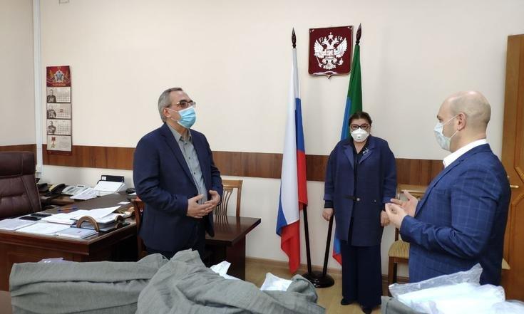 В Дагестан поступили медицинские маски и перчатки от Юрия Чайки