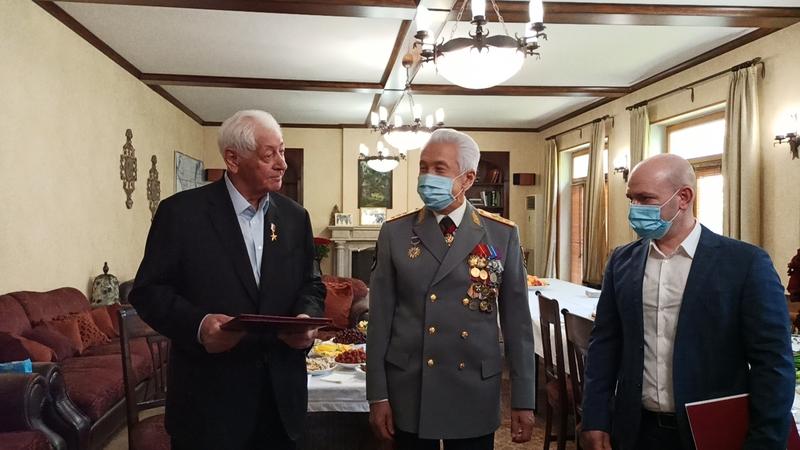 Глава Дагестана поздравил Магомедали Магомедова с юбилеем