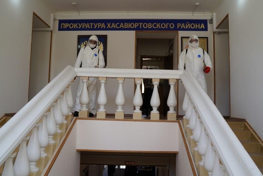 Специалисты МЧС продолжают масштабную дезинфекцию в Дагестане