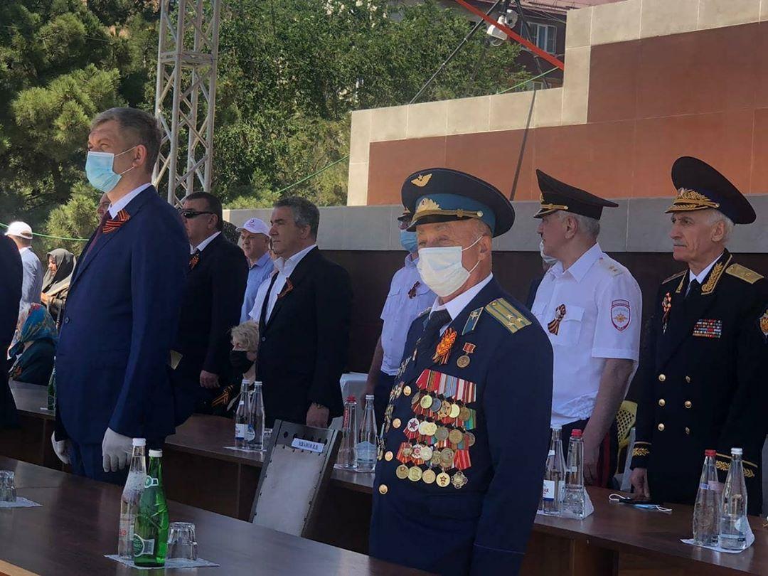 В Каспийске прошел торжественный парад в честь 75-летия Великой Победы