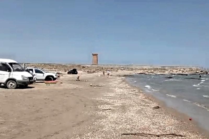 Дагестанцев предупредили о штрафах за парковку в водоохранной зоне Каспия
