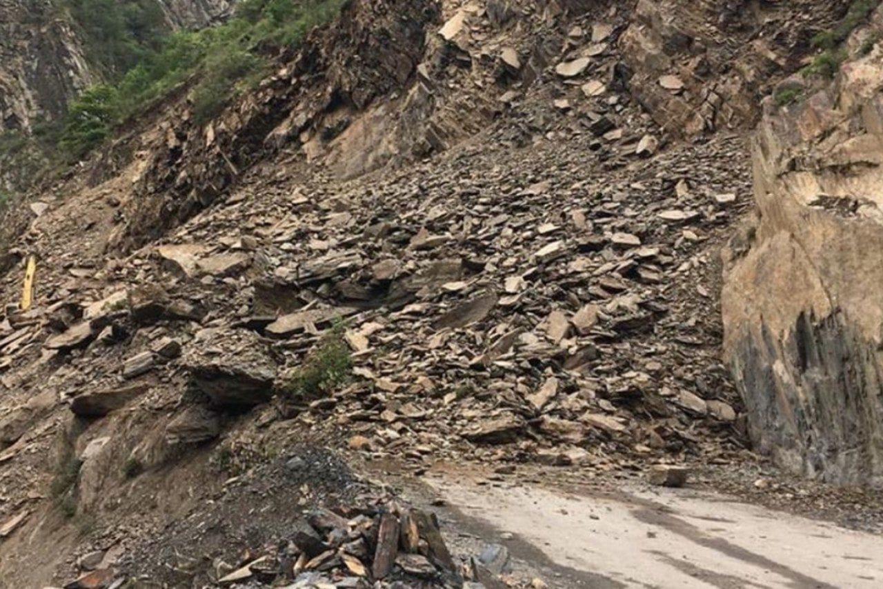 Дорога в Тляратинский район и Бежтинский участок закрыта из-за обвала