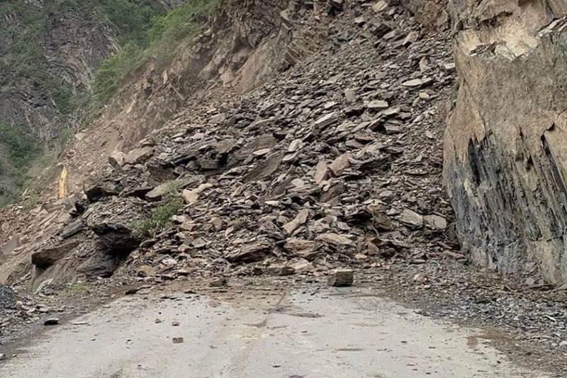 На месте обвала в Шамильском районе продолжаются поисково-спасательные работы