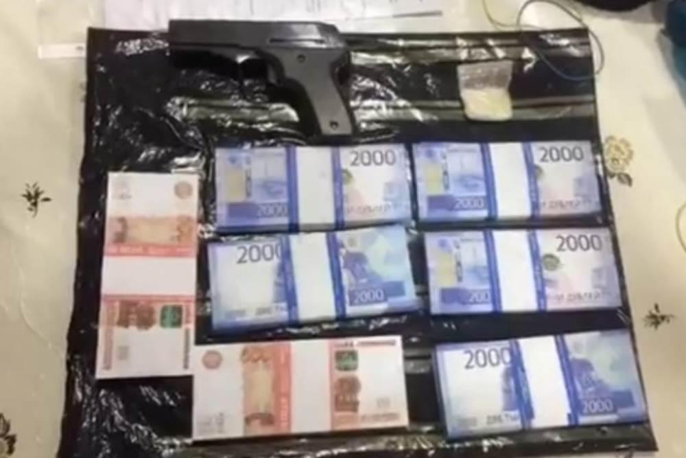 Двое каспийчан стали фигурантами дела о вымогательстве 2 млн рублей