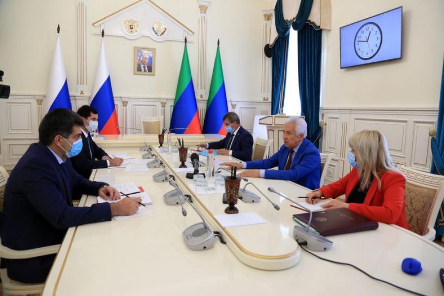 Владимир Васильев обсудил с отраслевыми министрами вопросы безработицы в Дагестане