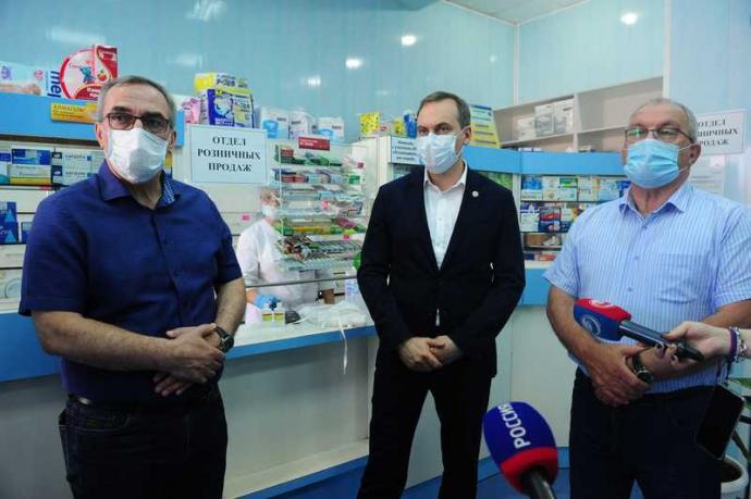 Артём Здунов проверил обеспеченность медучреждений и аптек необходимым резервом лекарств
