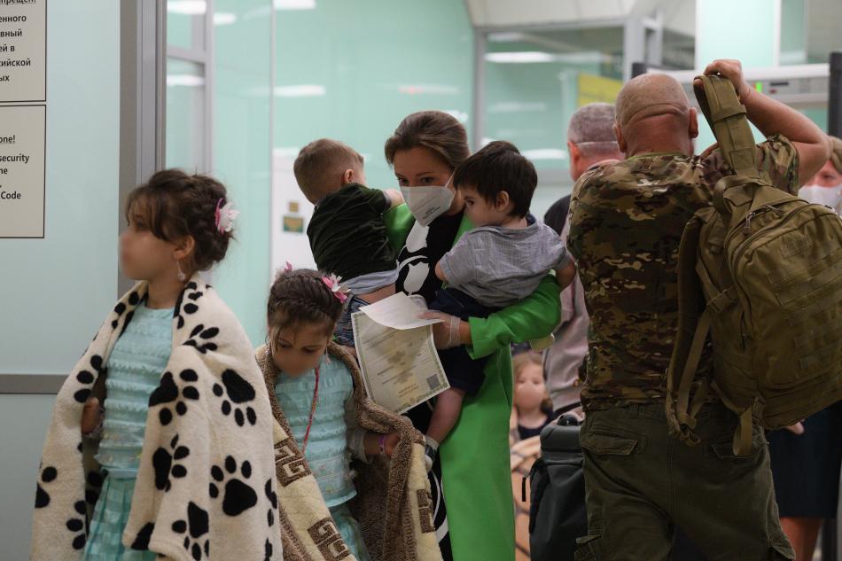 Восемь дагестанских детей вернулись в Москву из Сирии