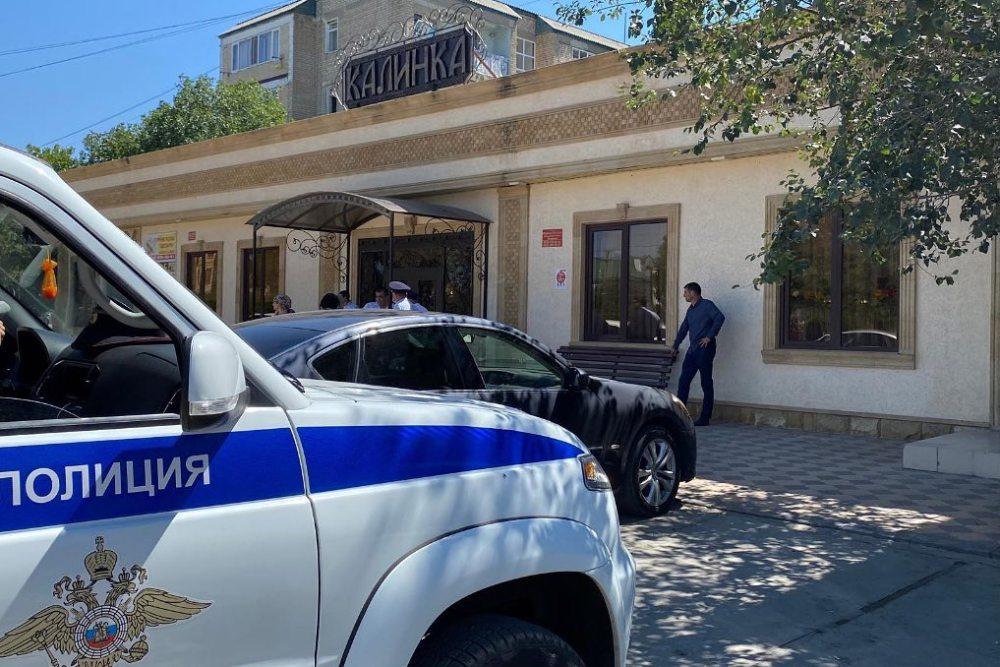 Кизилюртовские полицейские не дали провести свадьбу в банкетном зале