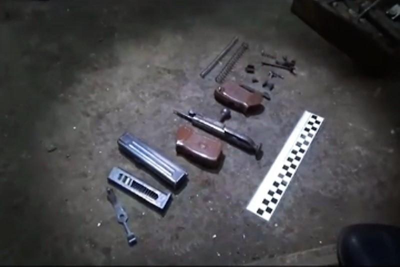 В частном доме в Избербаше обнаружен цех по переделке оружия