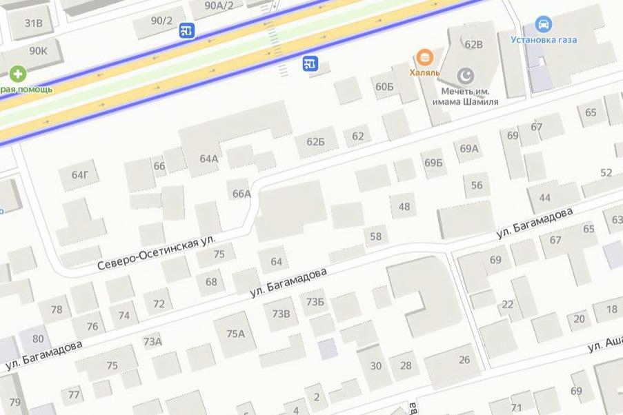 В Махачкале сильным ветром снесло часть крыши пятиэтажного здания