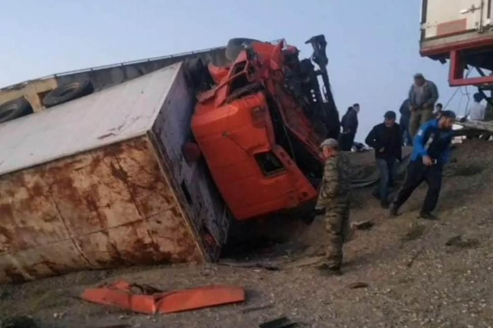 В Кизлярском районе столкнулись пять автомобилей, есть погибшие