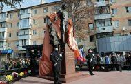 Амет-Хану Султану установили пятиметровый памятник в Крыму и бюст в Новокули