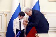 Совет Федерации наградил школьника из Дагестана за спасение своего дедушки
